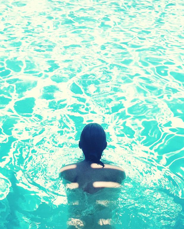 justina-blakeney-pool3