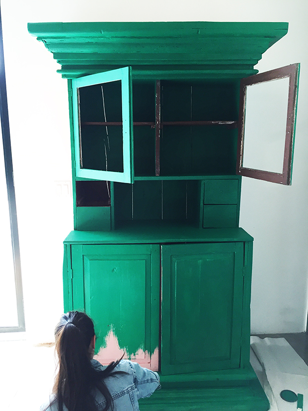 painting-the-hutch